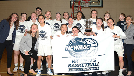 Smith Basketball Takes First NEWMAC Championship