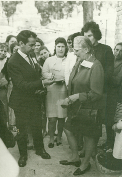 Virginia Heim (right) and others in