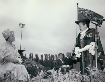 Her majesty the Queen Mother Elizabeth receives the loyal greetings of the Capital of Canada from Her Worship the Mayor [Charlotte Whitton] and from the school children. June 11, 1968