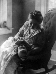Lola Maverick (Lloyd) with her first child, Jessie Lloyd, circa 1904