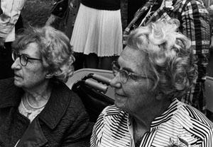 Dorothea de Schweinitz and Louise de Schweinitz Darrow at the dedication of the Zinzendorf bust in Bethlehem, PA, May 16, 1973
