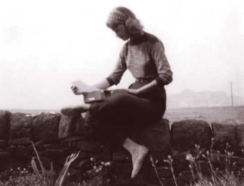 the unraveling archive essays on sylvia plath Sylvia plath (october 27, 1932 — february 11, 1963) was an american poet, novelist and short story writer born in massachusetts, she studied at smith college and newnham college cambridge before receiving acclaim as a professional poet and writer.