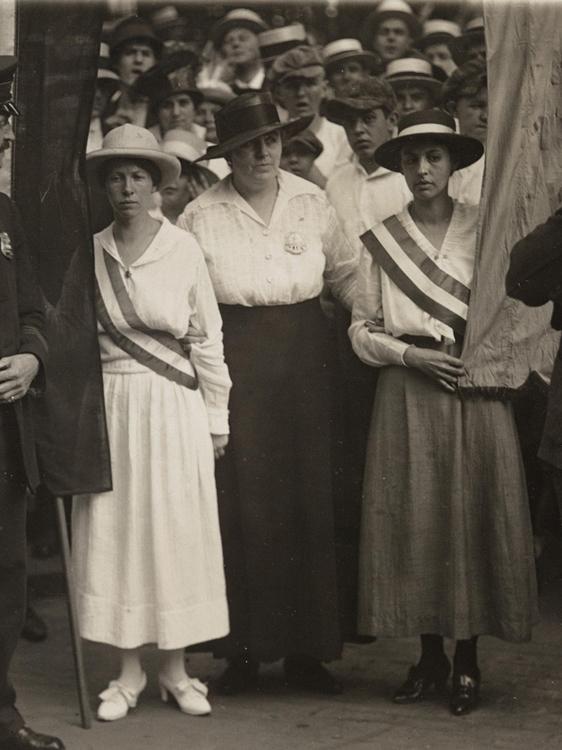 1913 Suffragist marchers being arrested