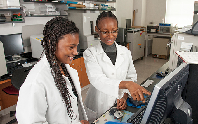 Two Ada Comstock Scholars in a science lab