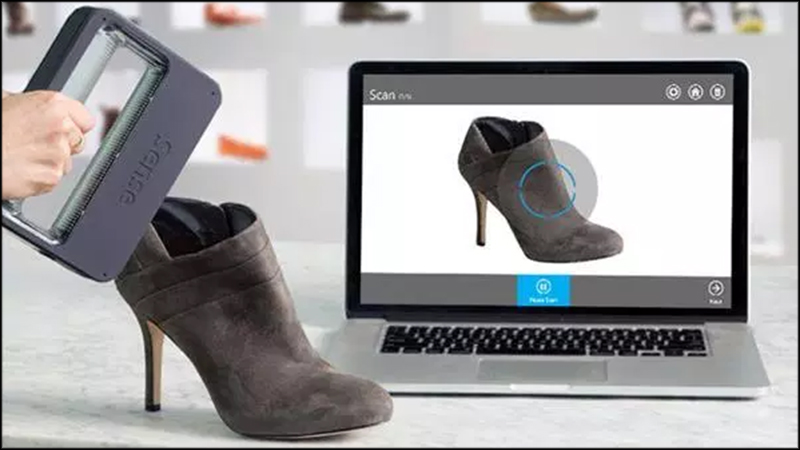 Photo of the 3D handheld scanner scanning a physical shoe and turning it into an image on the computer