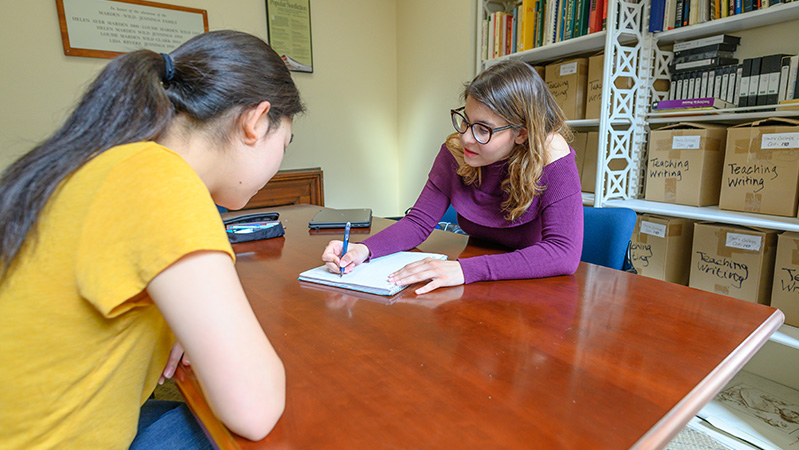 Jacobson Center peer tutoring session