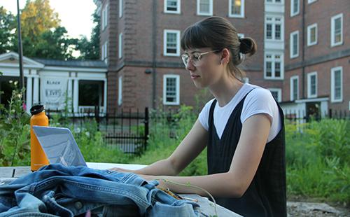 Rachel Pietrow '22 working on her laptop