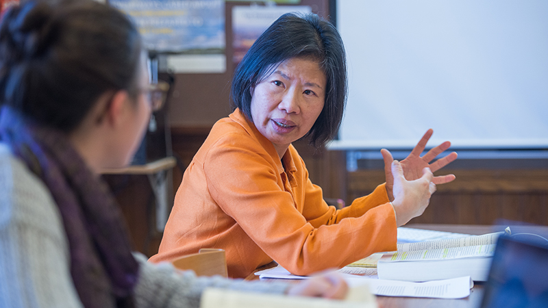 Sujane Wu teaching in classroom, Smith College