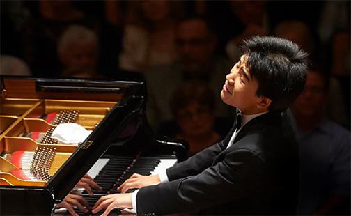 Jiayan Sun at the piano