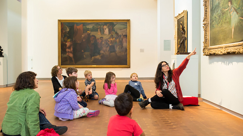 Smith student leading a class with young children in the Smith College Art Museum