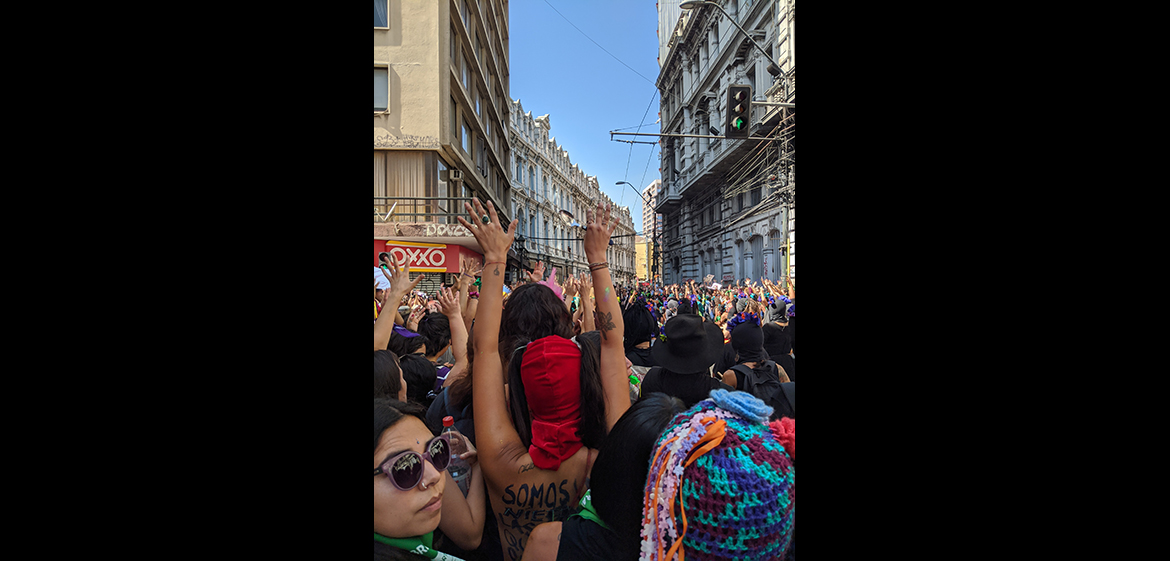 Photo of women attending the women's march in Valparaiso, Chile