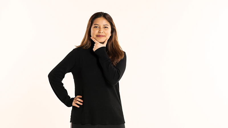 Diane Alvarez Benitez '22 portrait with hand on hip