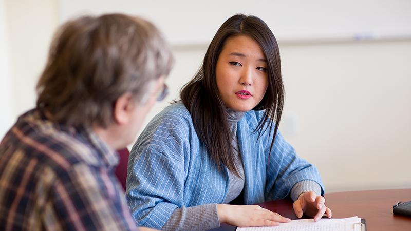 Faith Kim talking to a faculty member