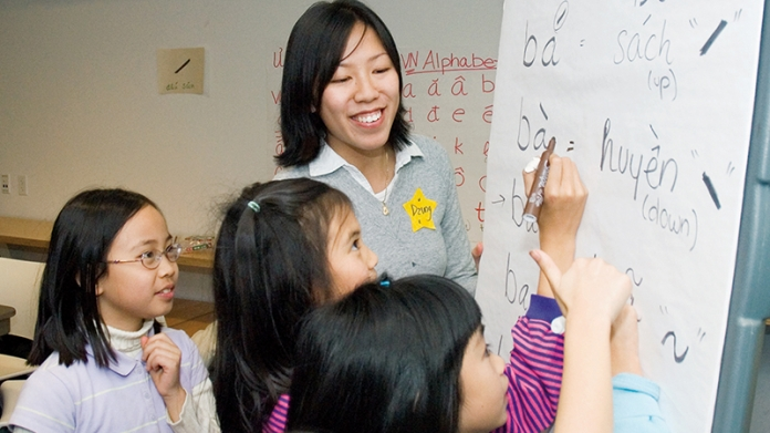 Smith student teaching Vietnamese to school children