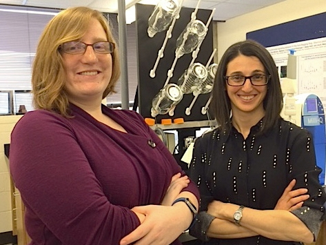Rebecca Taylor '16 (left) and Lisa Mangiamele, assistant professor of biological sciences, in the lab at Smith.