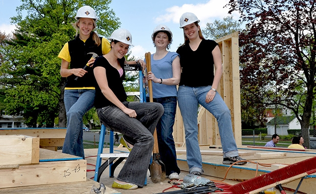 Students work for Habitat for Humanity