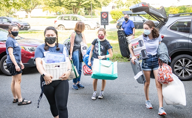 students and families helping on move-in day