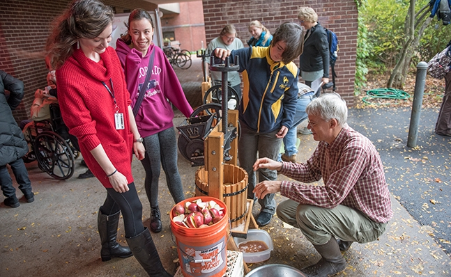 Cider pressing at Family Weekend 2016